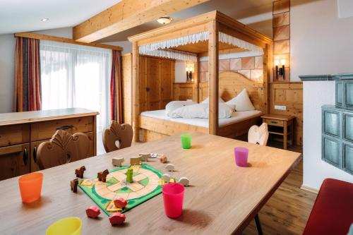 Family Suite (2 Adults + 3 Children) H