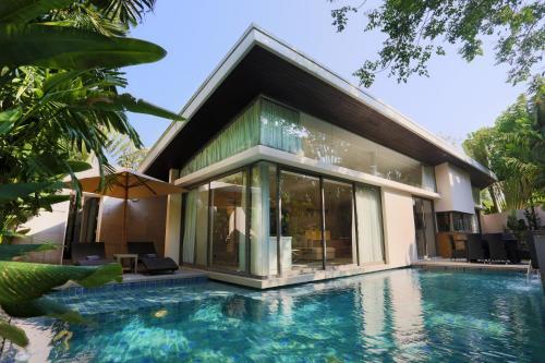 11/7 Moo 6, Cherngtalay, Thalang, Phuket, 83110 Thailand.