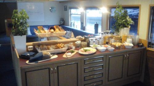 Luxury Hotelboat Zwaantje photo 20