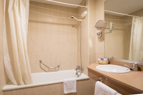 Habitació Doble amb Llit Supletori (2 Adults + 1 Nen) (Double Room with Extra Bed (2 Adults + 1 Child))