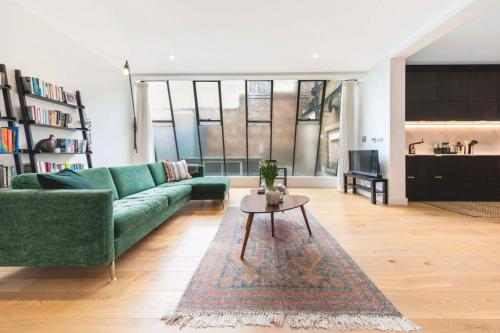 Picture of 3 Bedroom Warehouse-Style Apartment In Balham