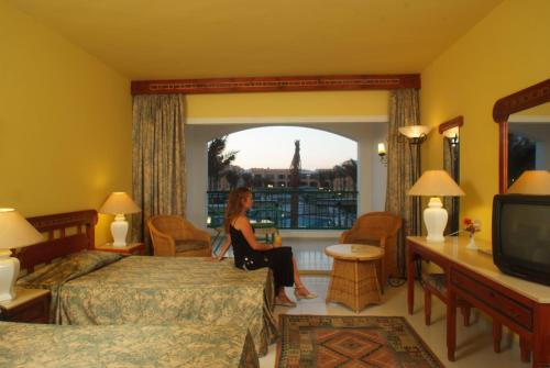 Offerta Speciale - Camera Tripla Standard con Vista Piscina - Solo Residenti e Cittadini Egiziani (Special Offer - Standard Triple Room with Pool View - Egyptians and Residents Only)