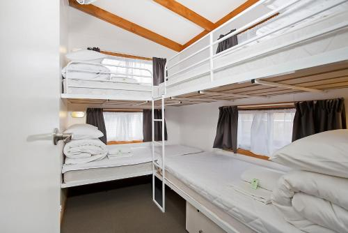 Deluxe 2 Bedroom Cabin Queen and Bunks
