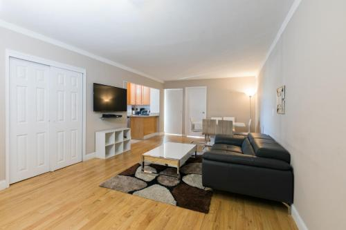 Bloc Away From Central Park Three-Bedroom Apartment with Private Balcony