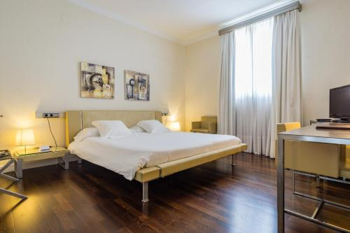 Double or Twin Room Hotel Palacio Garvey 2