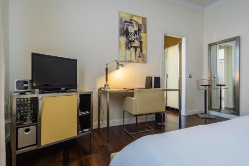Double or Twin Room Hotel Palacio Garvey 19