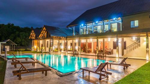 . Amora Lagoon Hotel
