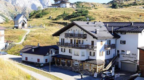 . Hotel Alpenrose