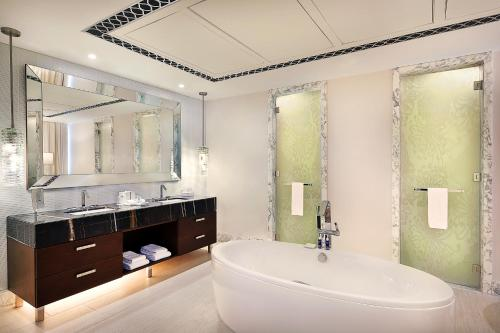 Hilton Dubai Al Habtoor City photo 49