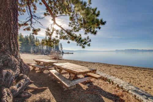 Canterbury Kings Beach Treehouse - Kings Beach, CA 96143