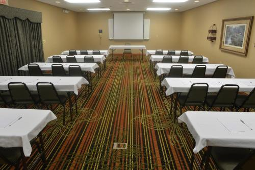 Hampton Inn & Suites Springfield - Springfield, MO 65803