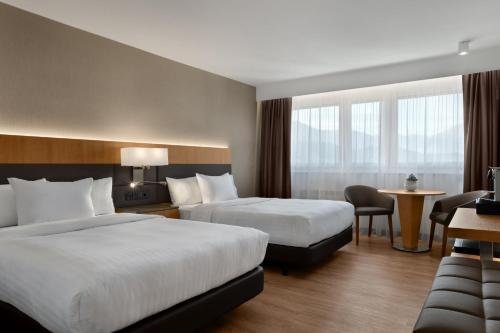 Deluxe Guest Room with Two Double Beds and Mountain View - High Floor