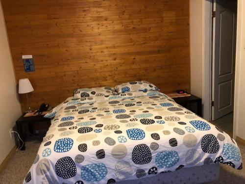 Alpine motel - Rocky Mountain House, AB T4T 1C7