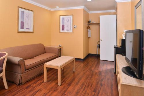 Americas Best Value Inn & Suites Clearlake Wine Country - Clearlake, CA 95422