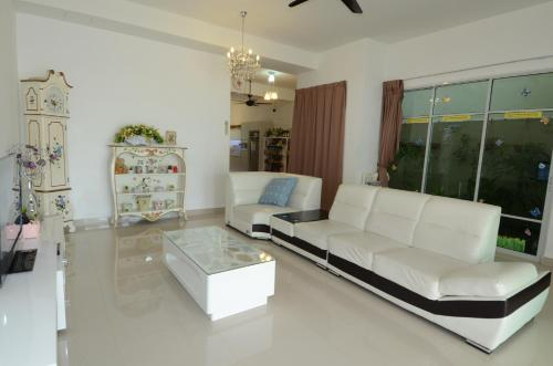 Cozy 3 Storey W/ 7 Rooms 5min Drive to Gurney, Pulau Penang