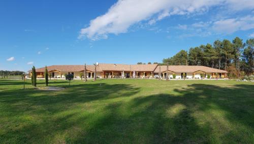 . L'Hôtel du Lac Casteljaloux