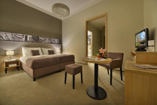 Three Crowns Hotel - image 14