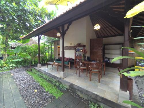 Br. Tengah Kauh, Desa Peliatan, Peliatan, Ubud, Kabupaten Gianyar, Bali 80571, Indonesia.