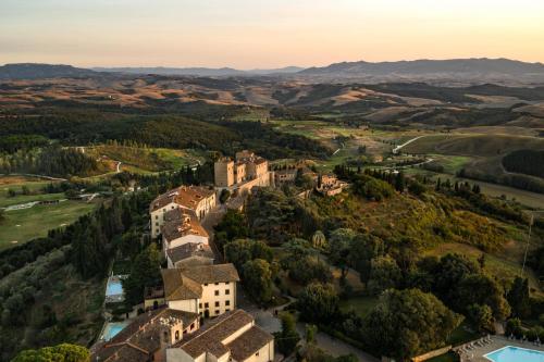 Via Castelfalfi, 50050 Castelfalfi, Italy.