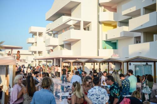 Avenida Es Caló, 70-76, 07830 Bahia de San Antonio, San José, Ibiza.