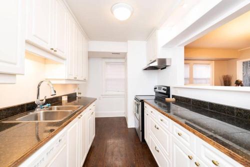 3 king beds +2 baths Apartment-Yonge/Eglington (Oriole 4) room photos