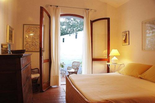 Porto Pino Villa Sleeps 10 WiFi img1