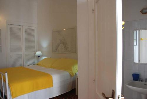 Porto Pino Villa Sleeps 10 WiFi img2