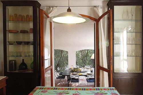 Porto Pino Villa Sleeps 10 WiFi img3