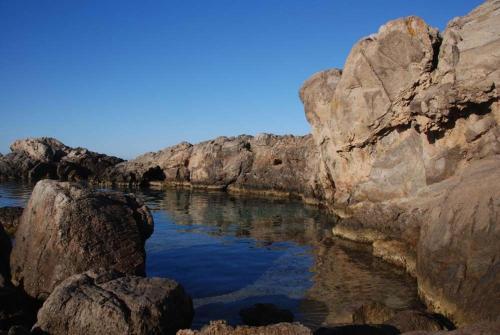 Porto Pino Villa Sleeps 10 WiFi img5