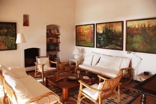 Porto Pino Villa Sleeps 10 WiFi img7