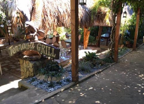 A Hotel Com Terraza De Nino Resort Hotel Bantay