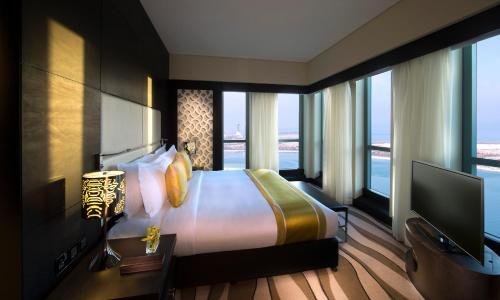 Sofitel Abu Dhabi Corniche photo 16