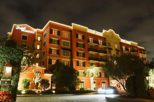 1080 Uptown Park Boulevard Houston, TX, 77056, United States.
