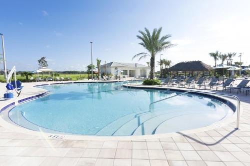 Lovely Vacation Townhouse with Pool SL3103 - image 2