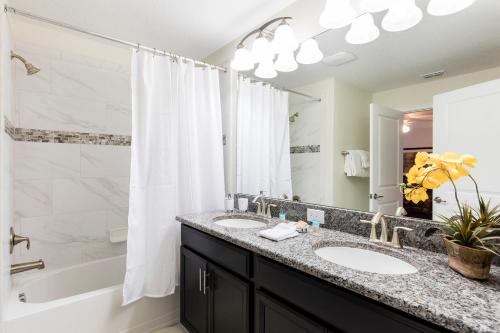 Lovely Vacation Townhouse with Pool SL3103 - image 5