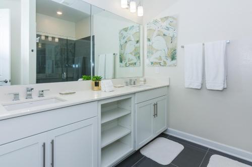 Top Deluxe Apartment at Storey Lake (262817) Main image 2