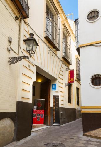 Calle Ximénez de Enciso, 28, 41004 Seville, Spain.