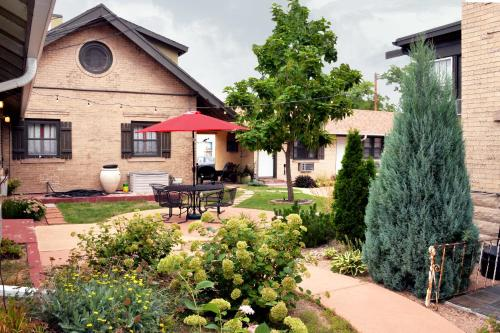 The Crest Motel - Sterling, CO 80751