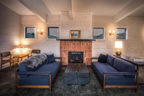 The Explorers Society Hotel - Revelstoke