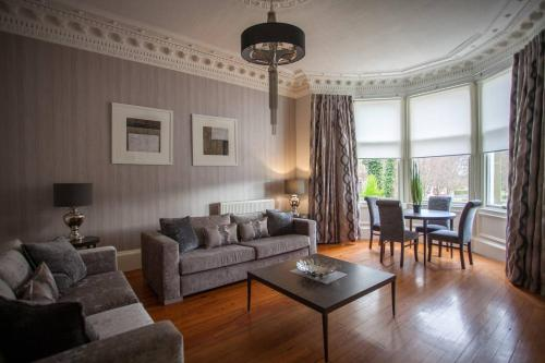 Stunning 1 Bedroom Apartment Beside Queens Park фотографии номера
