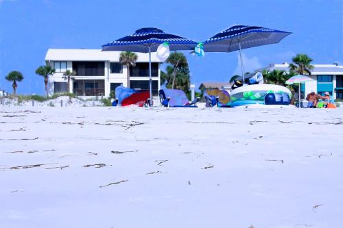 . The Anna Maria Island Beach Sands 203