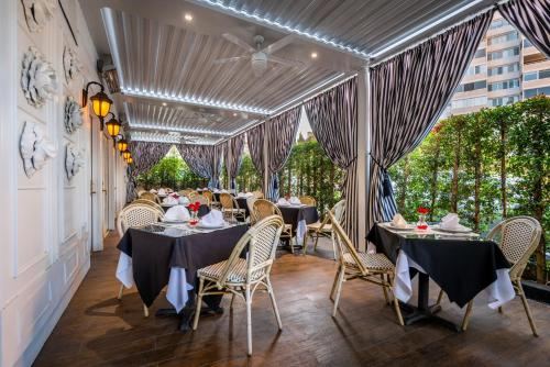 Beverly Hills Plaza Hotel - Los Angeles, CA CA 90024