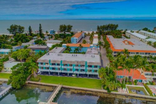 . The Anna Maria Island Beach Palms 6B
