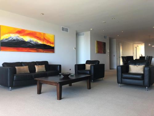 One Ten Apartment 8