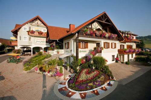 . Pension Drei-Mäderl-Haus