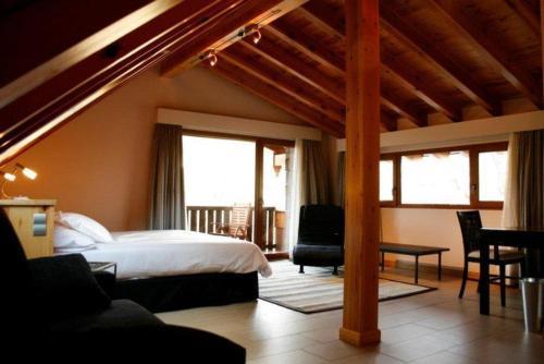 Suite Hotel Rural Las Rozuelas 11