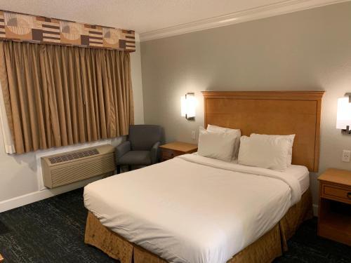 Stargazer Inn And Suites - Monterey, CA 93940