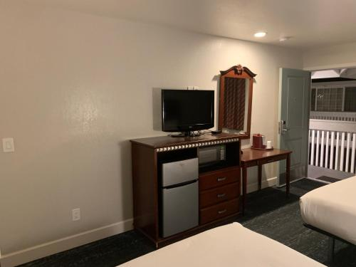 Stargazer Inn and Suites - Monterey, CA CA 93940