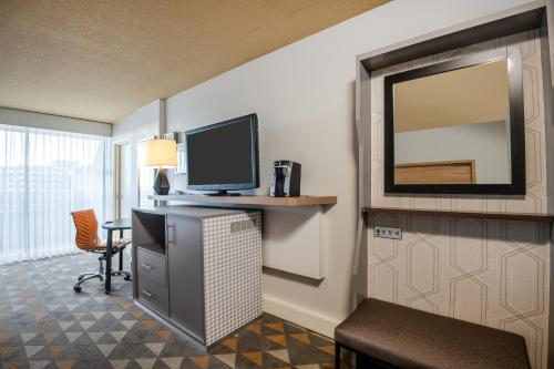 Holiday Inn Denver East - Stapleton - Denver, CO 80207