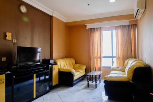 . Spacious 1BR Apartment at Taman Beverly By Travelio